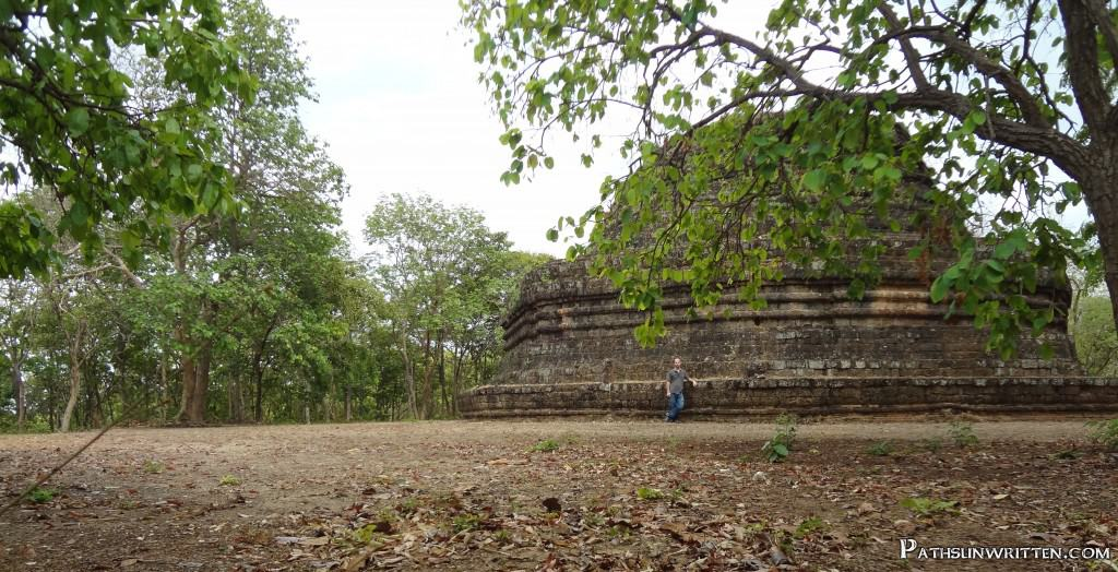 The unusually large stupa base of Wat Khao Phrabat Noi.