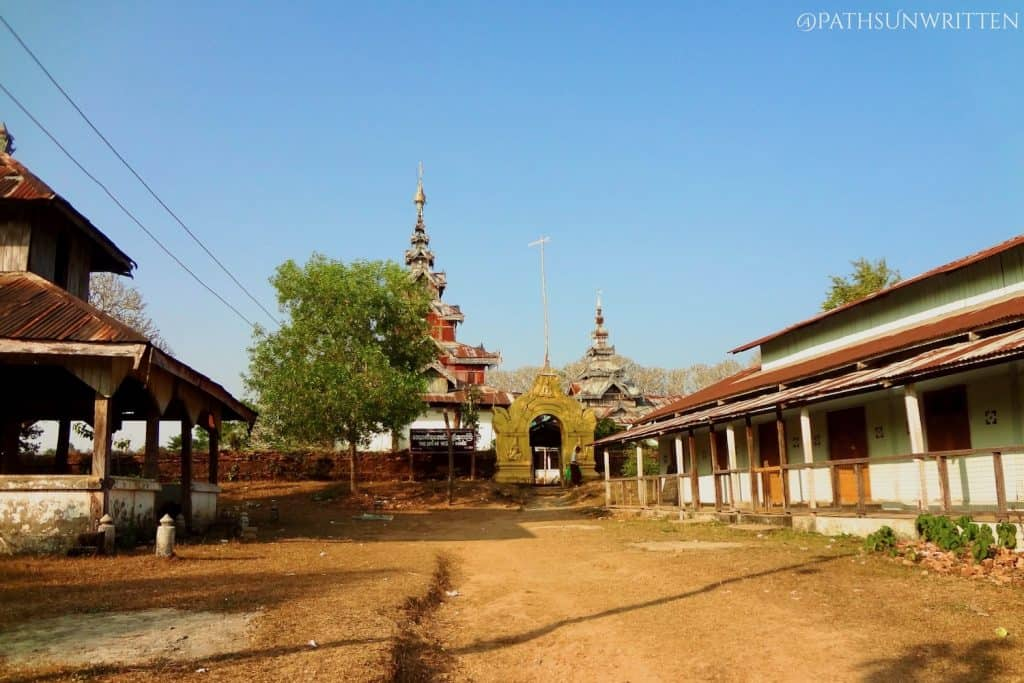 The courtyard of the Great Vesali Image temple