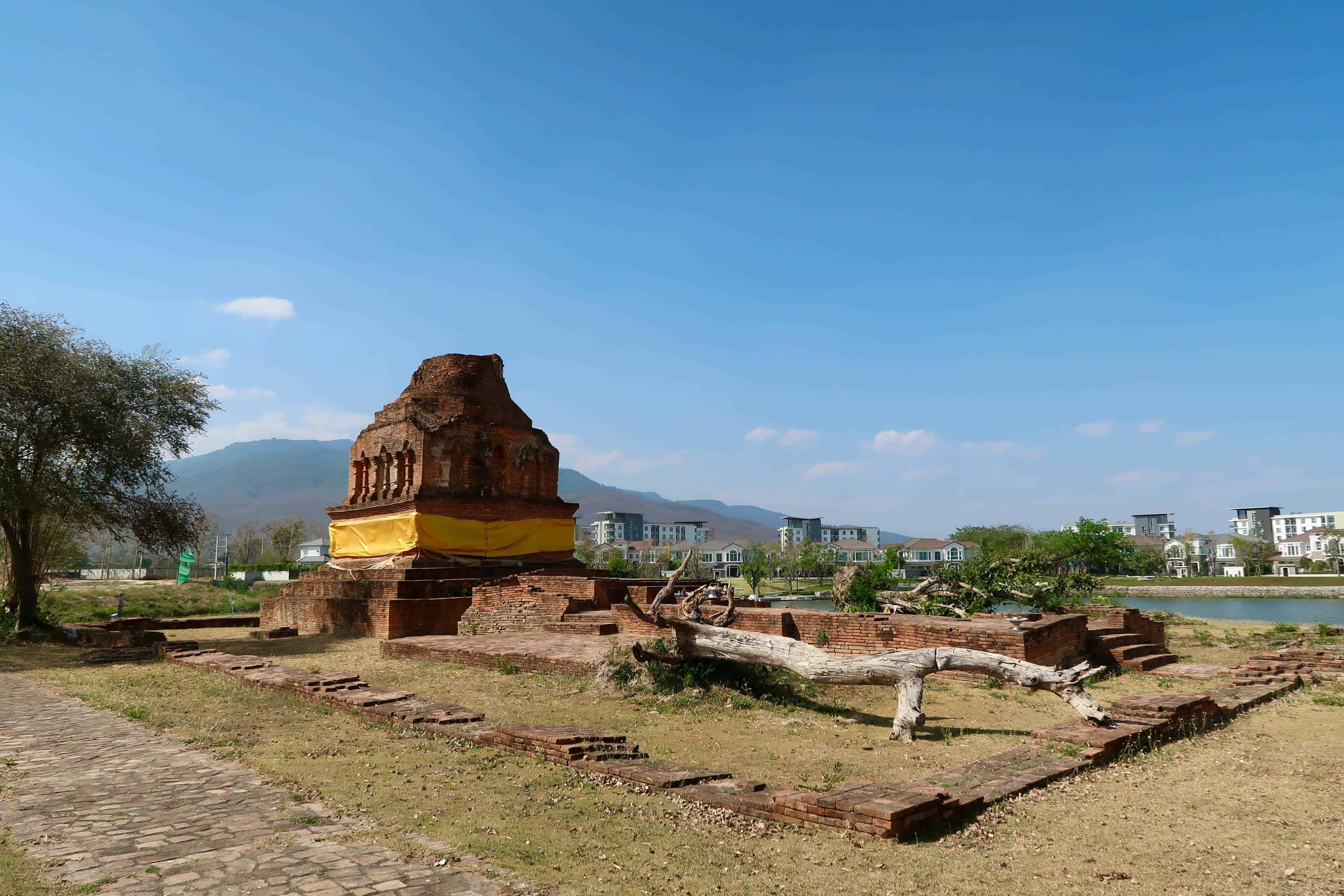 Wat Klang Nam: Ancient Chiang Mai's Secret Island Temple