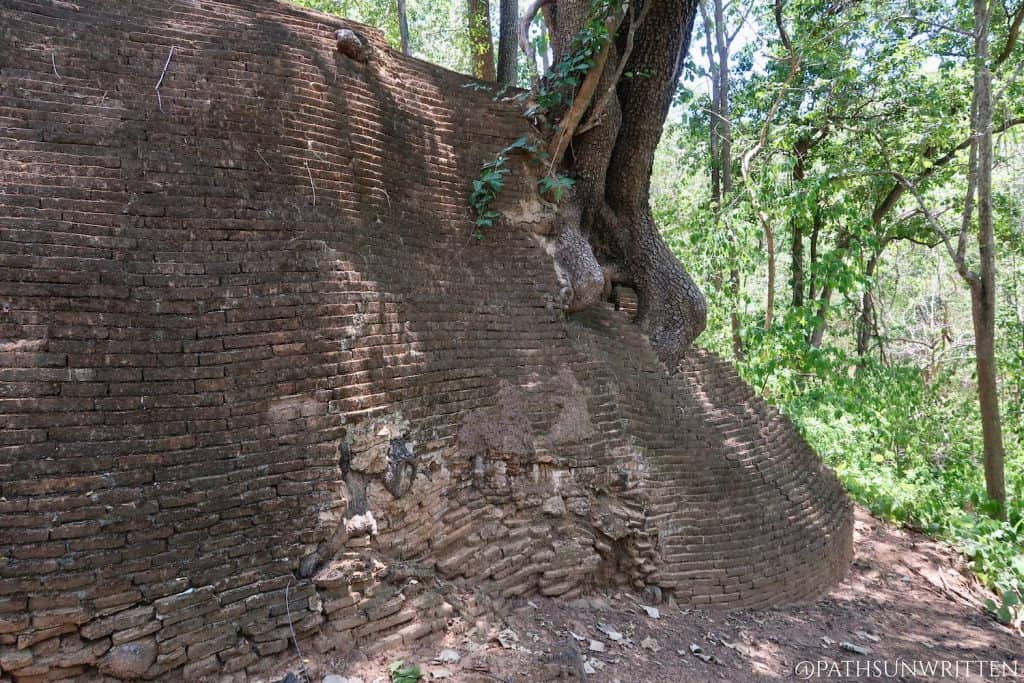 Part of the retaining wall supporting Wat Phrathat Saengchan.