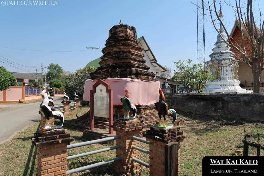 The Koo Kai monument at Wat Kai Kaeo.