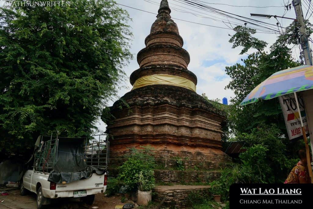 Although near the stupas of Suriyawong Alley, Wat Lao Liang site on a sidestreet away from the others.