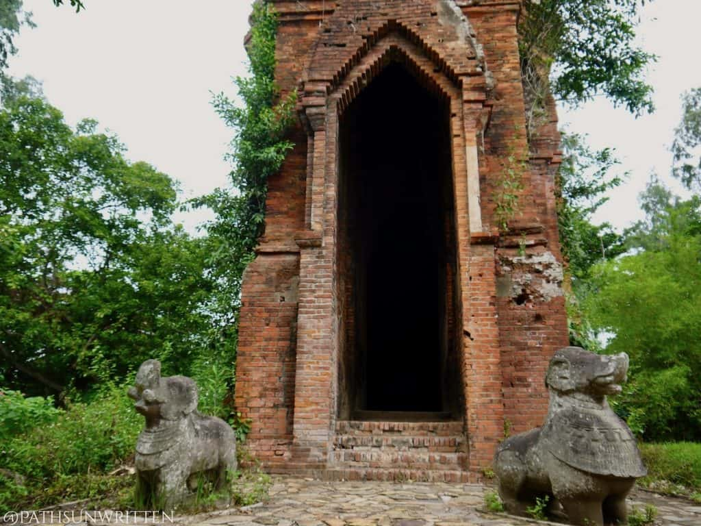 """The main entrance to Tháp Bằng An guarded by 2 elephant-lion """"gajasimha"""" statues"""