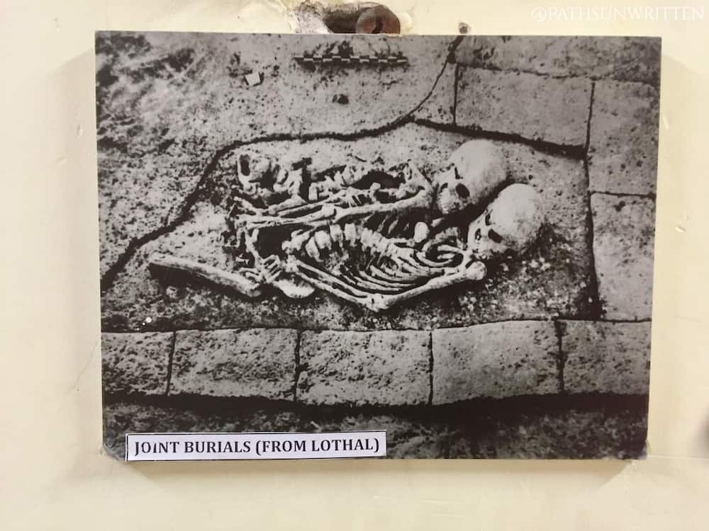Photo of a simple burial from the Lothal Museum